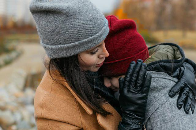 In veel Westerse maatschappijen is het normaal dat het kind na de scheiding bij de moeder